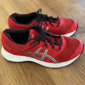 ASICS size 4.5 Red